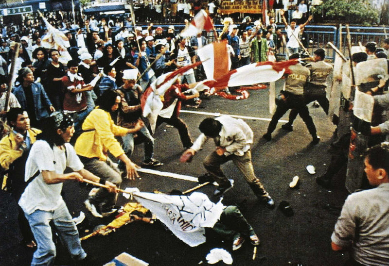 800px May 1998 Trisakti incident ¿Es Indonesia un modelo para Egipto?